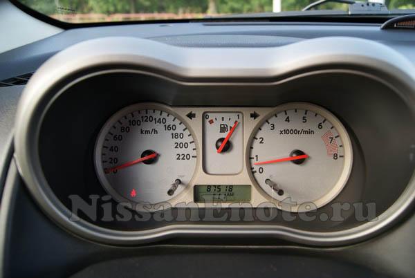 фото приборной панели Nissan Note
