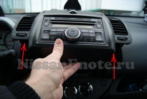 фото снятия аудио-системы на Nissan Note