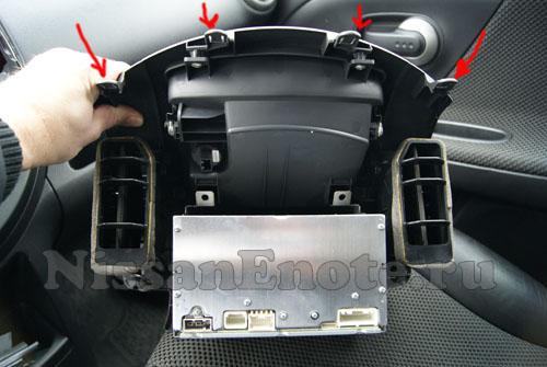 фото как отсоеднить аудио-систему на Nissan Note