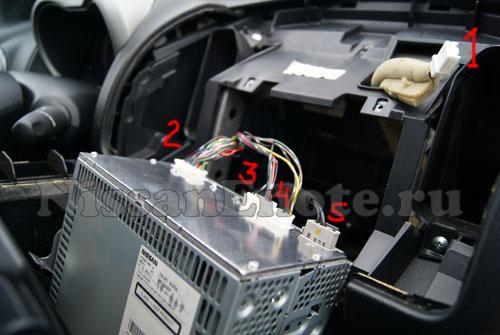 фото как снять штатную магнитолу Nissan Note